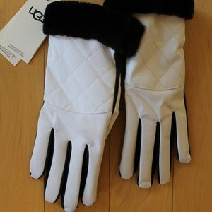 UGG Quilted Leather Touchscreen Tech Gloves NWT!
